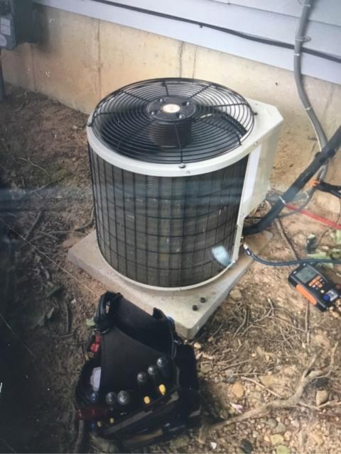 West Haven, CT - This Carrier unit from 2004 is still plugging along. Just needed a little boost in refrigerant to get the house nice and cool again.