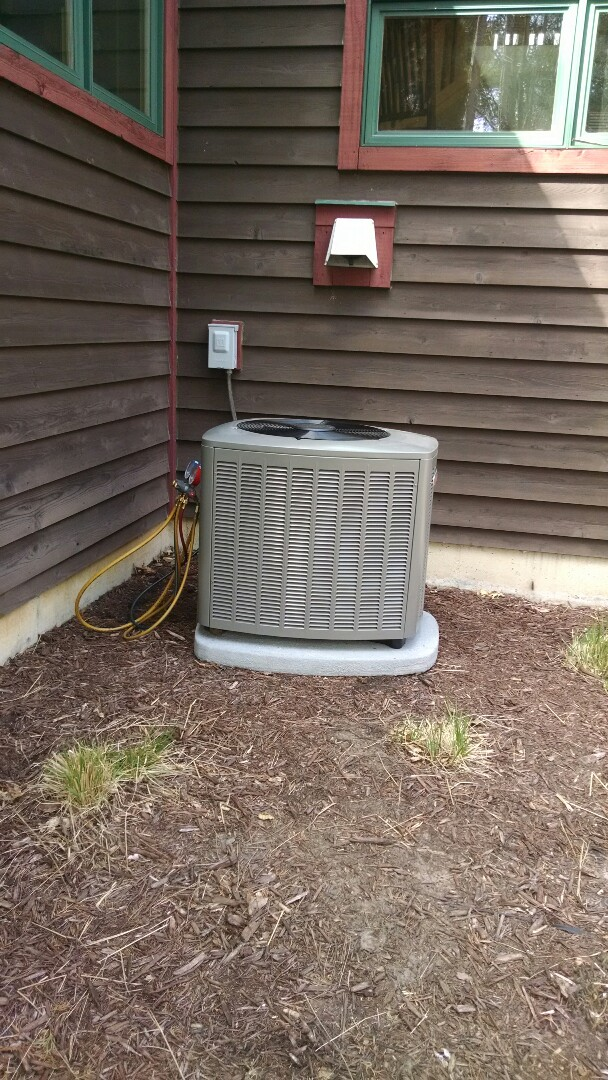 Menomonie, WI - Install a new air conditioner in Menomonie WI, this will be just in time for the hot summer.