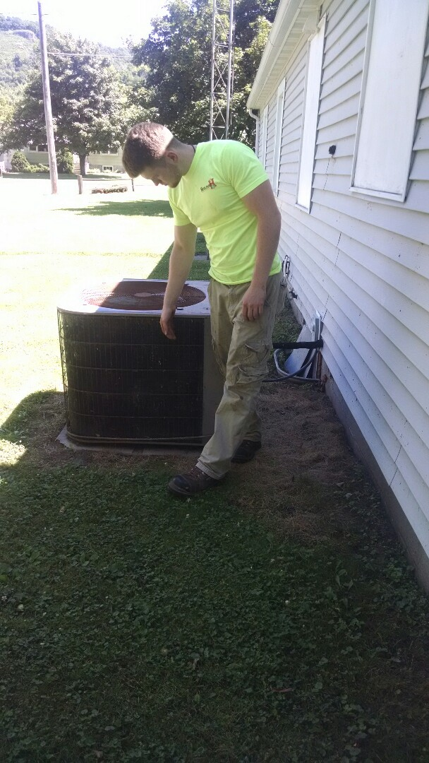 Nelson, WI - Service air conditioner
