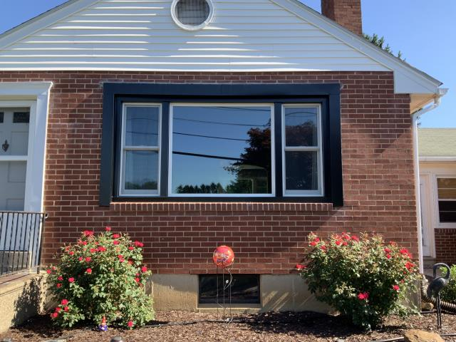Easton, PA - In a nice quiet neighborhood we have a  single home showing 1 picture window with 2 double hung windows. The homeowner also had 1 gliding window installed as well.