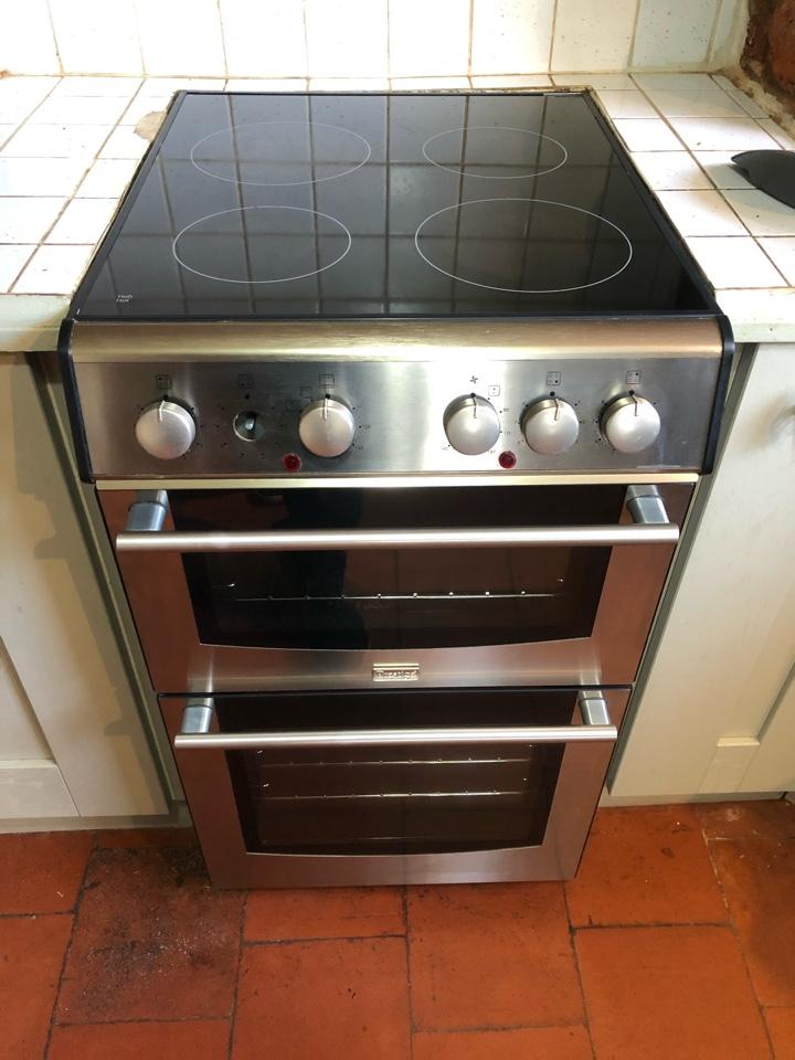 Wolverhampton, West Midlands - Freestanding prestige cooker in Finchfield hill.