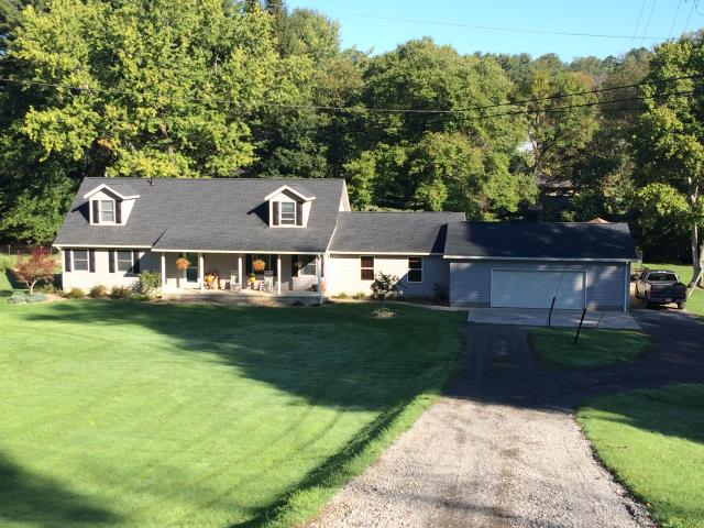 New Philadelphia, OH - Installed GAF charcoal Timberline HD shingles, installed Hearttech pewter vinyl siding, and installed white gutters and downspouts.