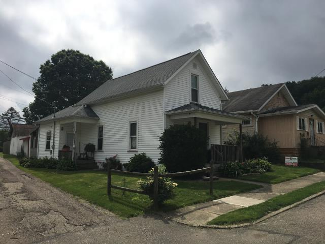 Uhrichsville, OH - Take a look at this charming house with a new GAF Timberline HD Osyter Gray