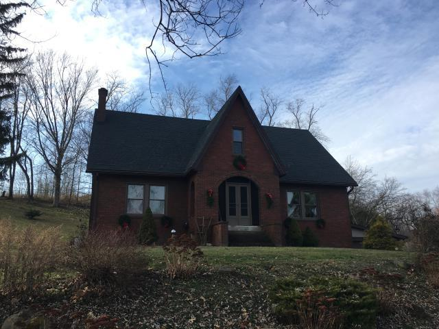 East Sparta, OH - What a beautiful home with GAF Timberline HD Charcoal shingles