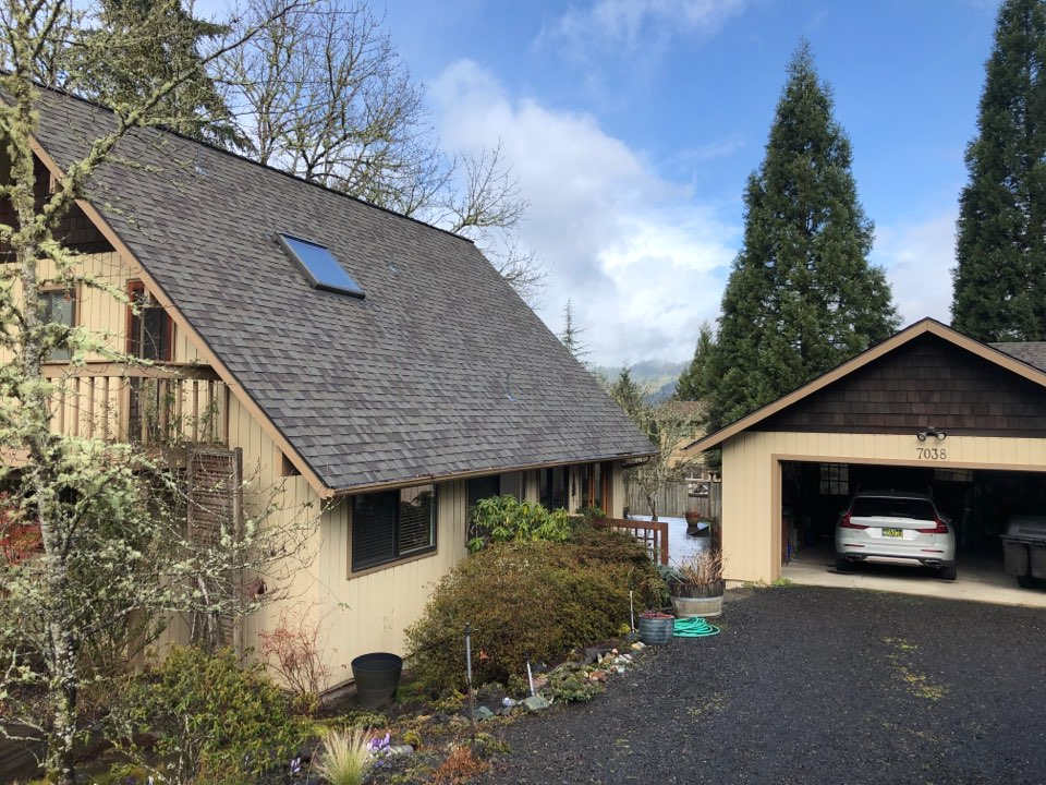 Springfield, OR - Bidding to replace a sun room flat torch down roof with membrane.