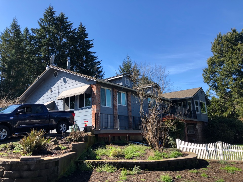 Eugene, OR - Bidding to replace asphalt shingle roof replacement.