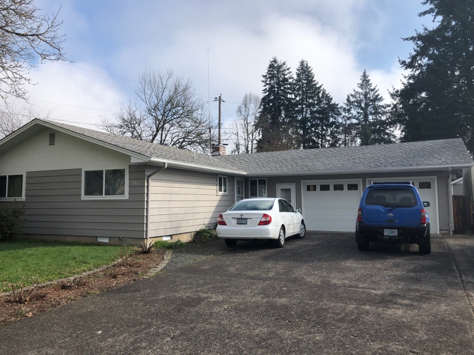 Springfield, OR - Bidding to replace an asphalt shingle roof.