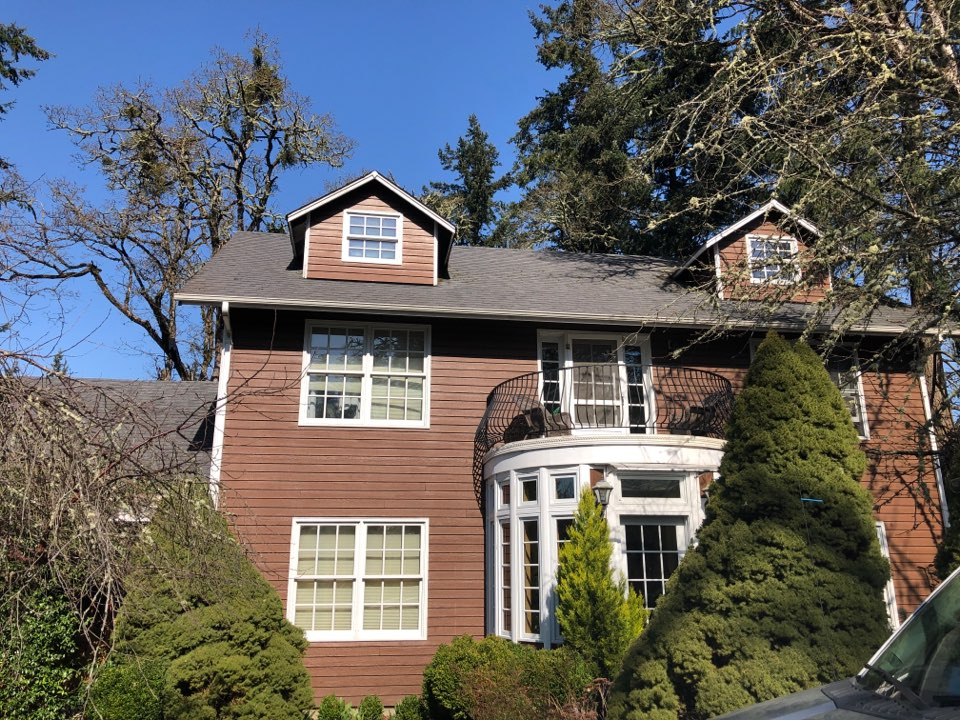 Eugene, OR - Bidding to replace a asphalt shingle roof.