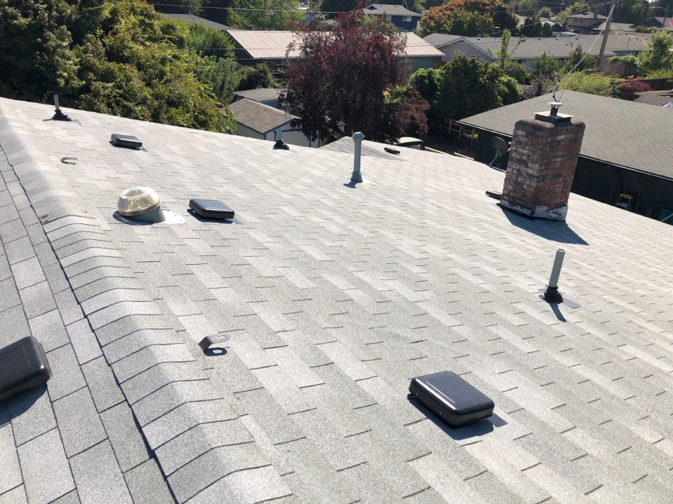 Eugene, OR - Just finished a beautiful OC Supreme roof install.