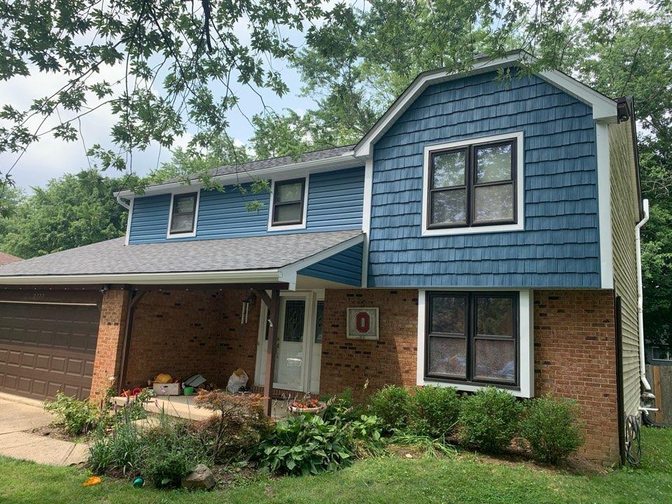 Columbus, OH - Handsplit shake and horizontal siding on front of house.