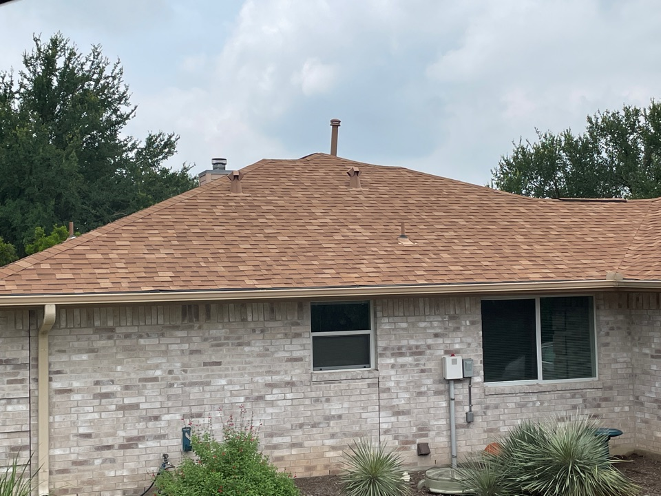 Horseshoe Bay, TX - Residential roof replacement.  Laminated composition shingle dimensional roof.