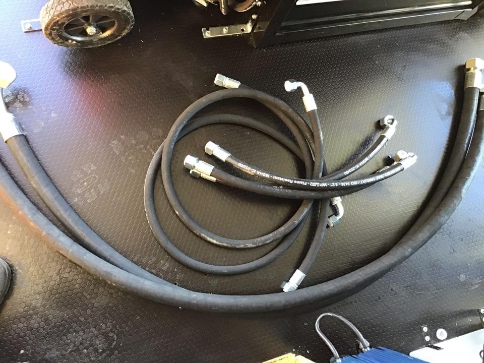 Hydraulic hose repair on Fuchs MHL 350