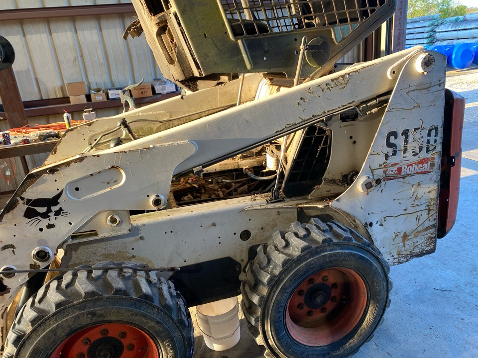 Hydraulic cylinder repair on bobcat s150