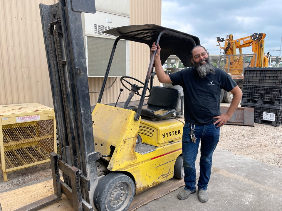 Hydraulic hose repairs on forklift for a new happy customer