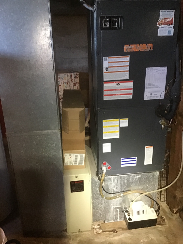 New Douglas, IL - Did safety inspection and cleaning on Tiger Signature Series heat pump system.