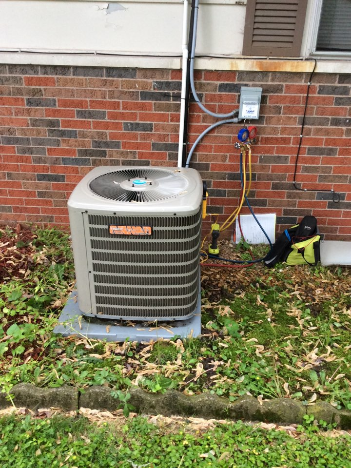 Hamel, IL - Central air system maintenance on a 2013 Tiger Series condenser and furnace.