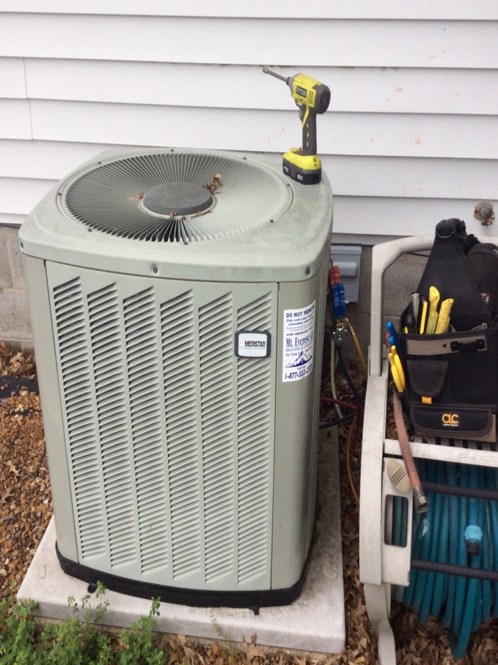 New Memphis, IL - Scheduled maintenance on 2006 American standard furnace and air conditioner for a valued club member.