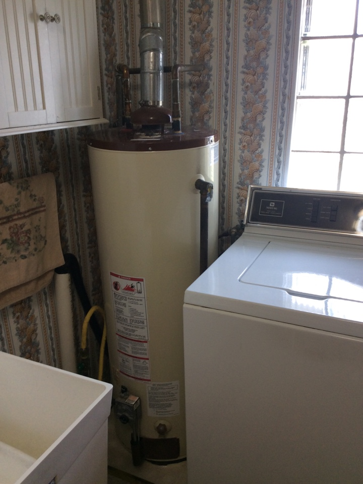 Fairmont City, IL - Scheduled maintenance for a valued club member. Found faulty anode rod in the water heater.