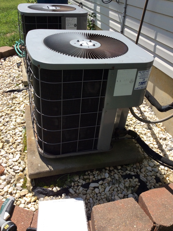 Marine, IL - Scheduled maintenance on a 1998 heil furnace and air conditioner for a valued club member.