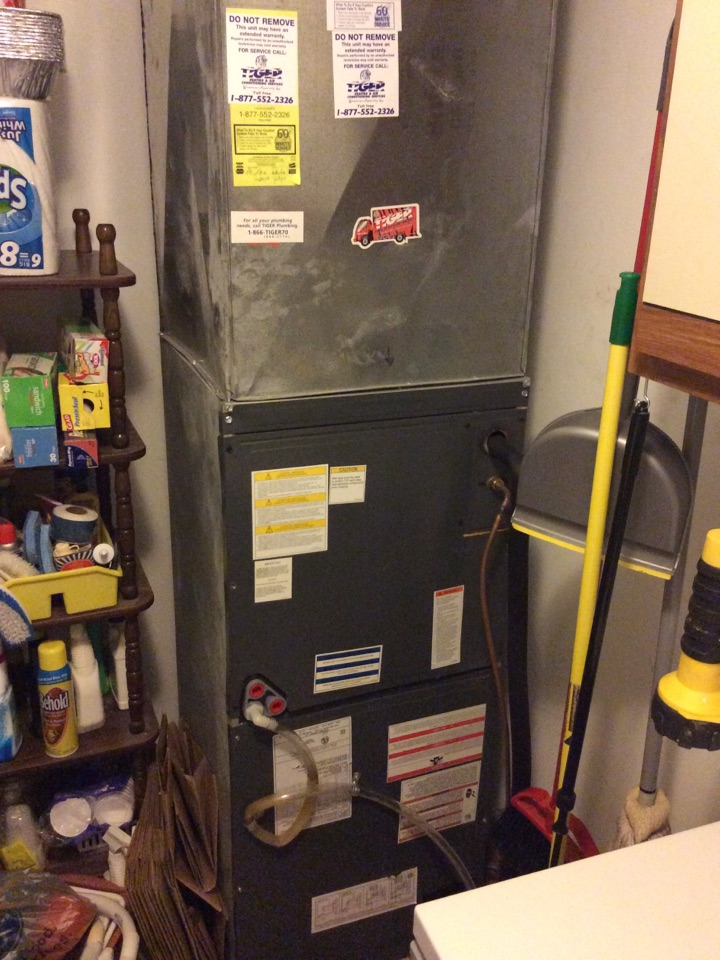 Hamel, IL - Heating and cooling service call. Performing scheduled maintenance on a 2013 tiger series furnace and air conditioner for a valued club member