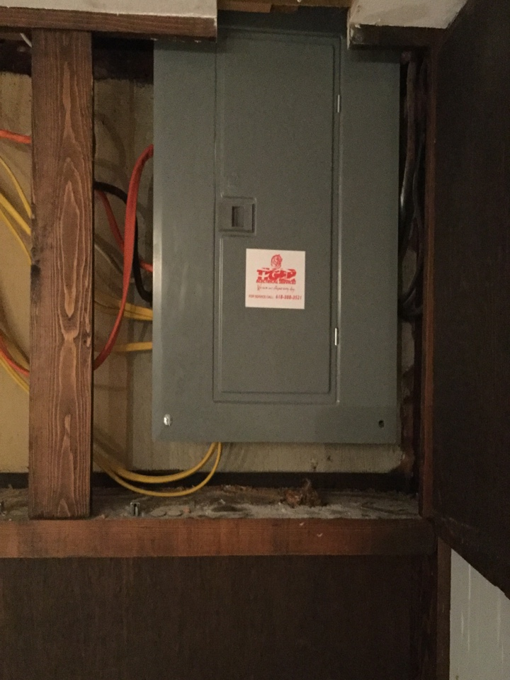 Trenton, IL - Electrical service call. Installing a 100 amp service panel.