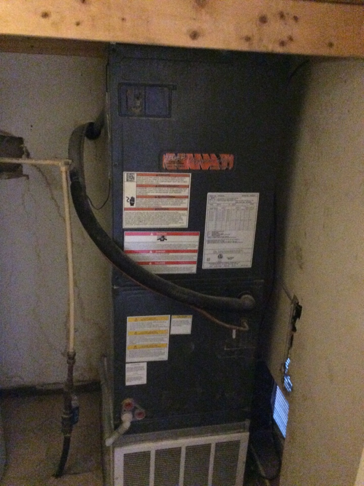 South Roxana, IL - Heating and cooling service call. Performing a club inspection on a 2015 tiger series electric furnace.