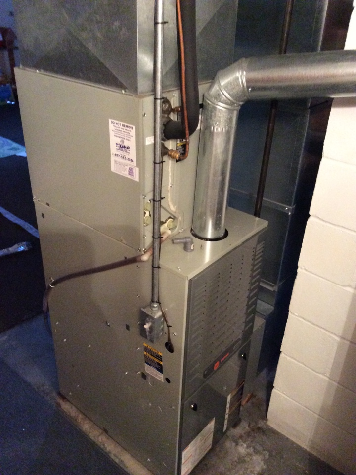 Hamel, IL - Scheduled maintenance on a 2005 comfort maker furnace and air conditioning system.