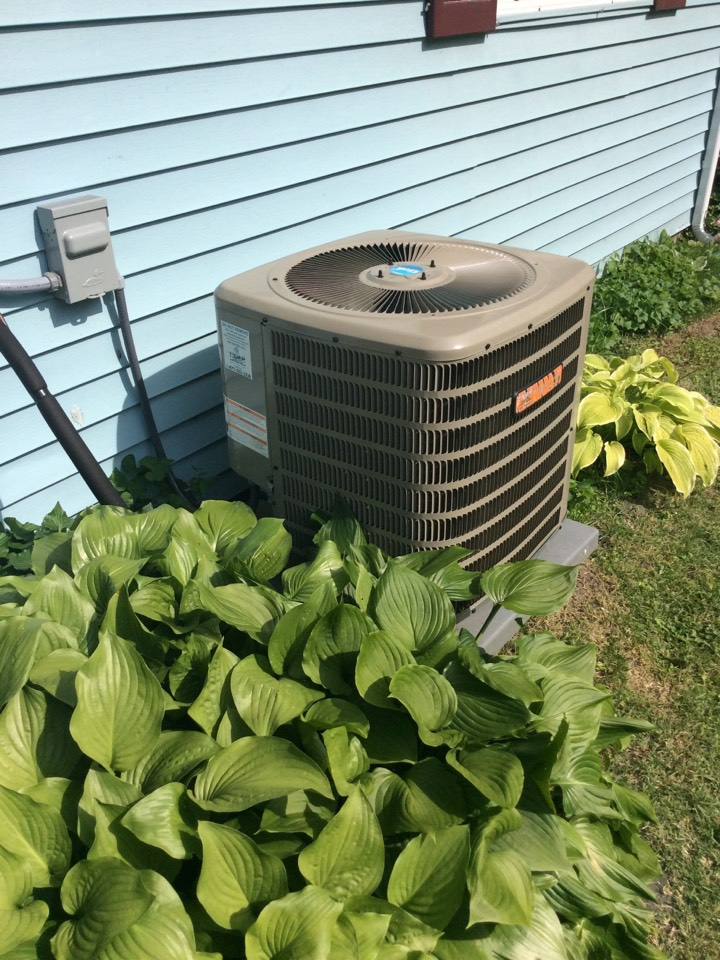 South Roxana, IL - Heating and air conditioning service call. Service tech needed to service a Tiger Signature Series AC.
