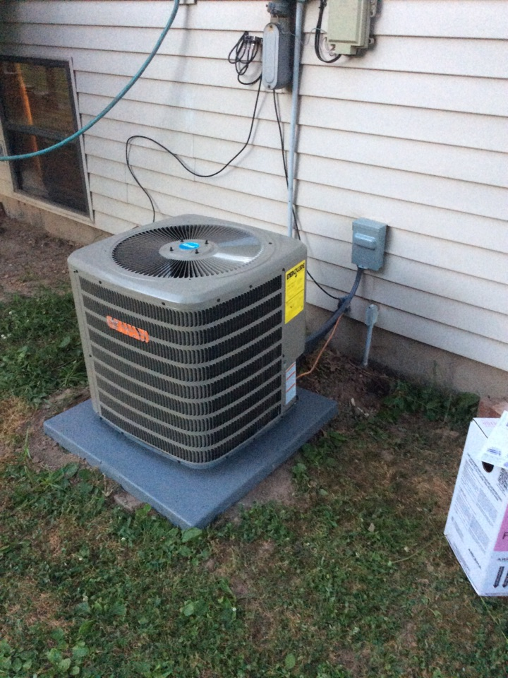 South Roxana, IL - Heating and air conditioning service call. Installing a new tiger signature series air conditioner.