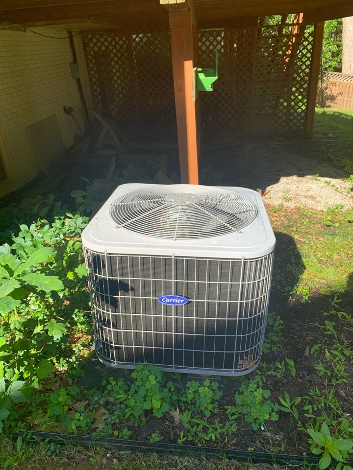 Performed Fall preventive maintenance on Carrier Heat Pump system.