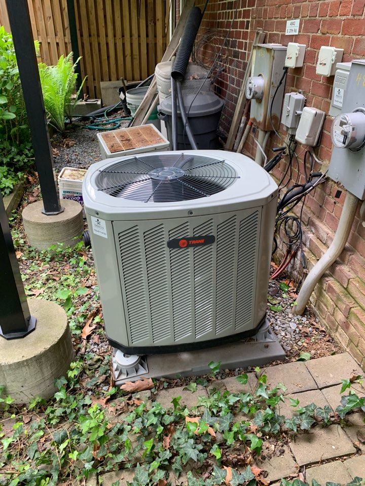 Arlington, VA - Performed Fall preventive maintenance on Trane Heat Pump system.