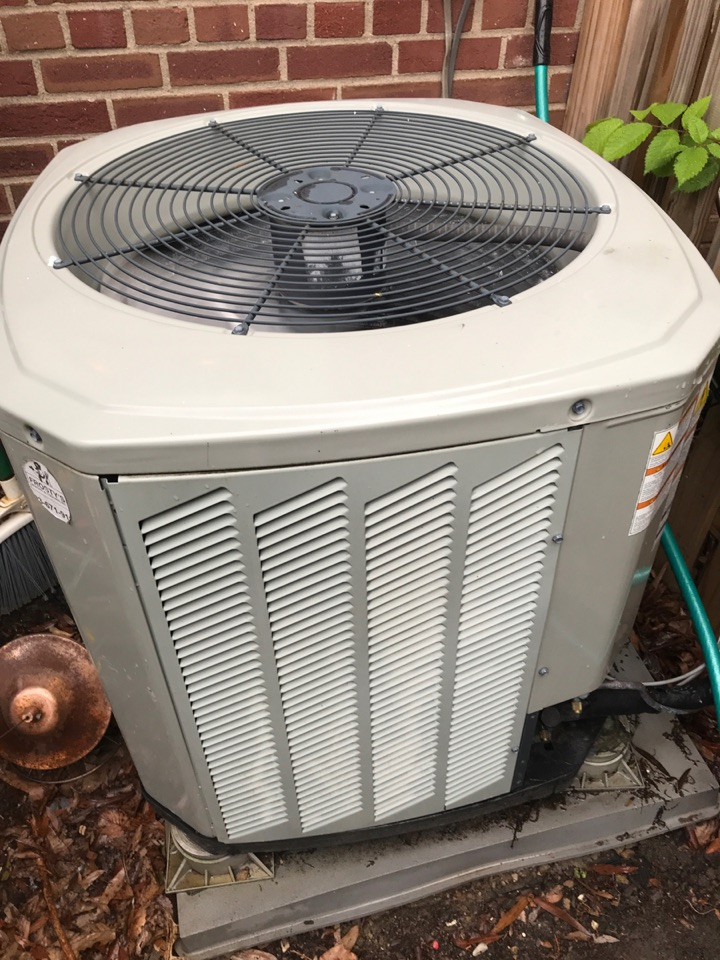 Arlington, VA - Performed Fall preventive maintenance on Trane Heat Pump system. Fairlington