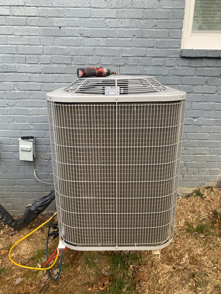 Annandale, VA - Performed diagnostics and repair on Carrier Heat Pump system.