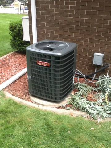 Chelsea, MI - Changing out a outside condenser unit..