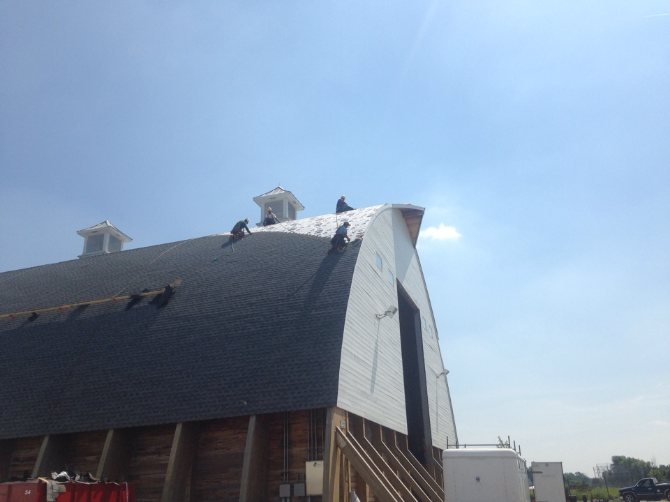 New Albany, OH - New Timberline HD Oyster Grey on salt barn