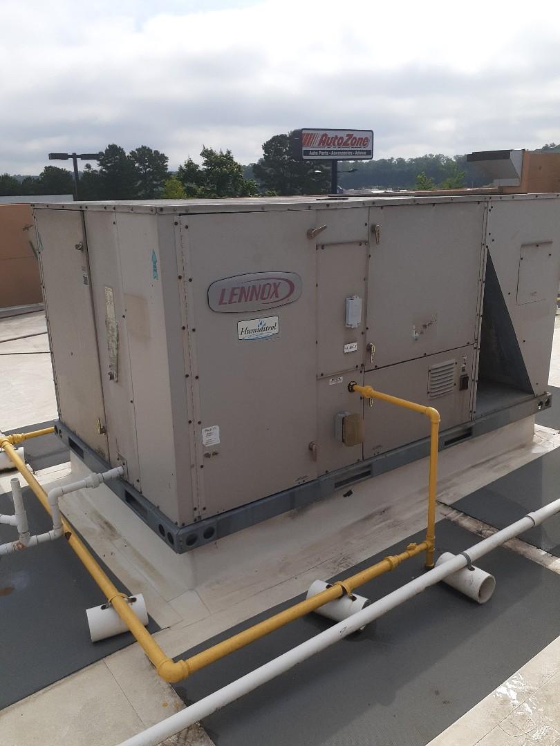Ellijay, GA - Lennox commercial roof top unit