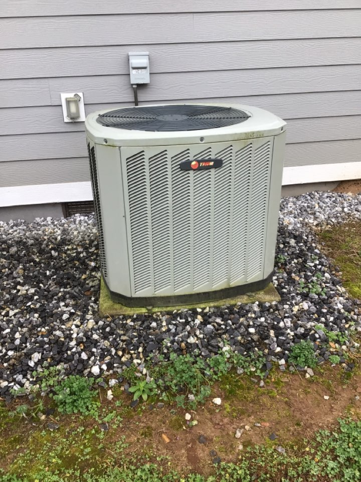 Blairsville, GA - Trane duel fuel system maintenance and filter change