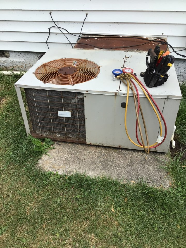 Copperhill, TN - Tap pan package unit  maintenance and filter change
