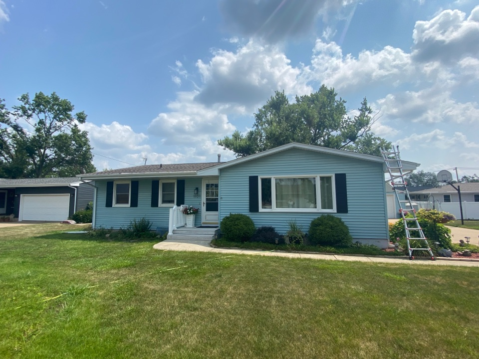 Cedar Rapids, IA - Derecho caused lots of damage to the garage roof here in Cedar Rapids. Giving a roof estimate to tear off and replace with GAF Timberline HDZ Shingles.