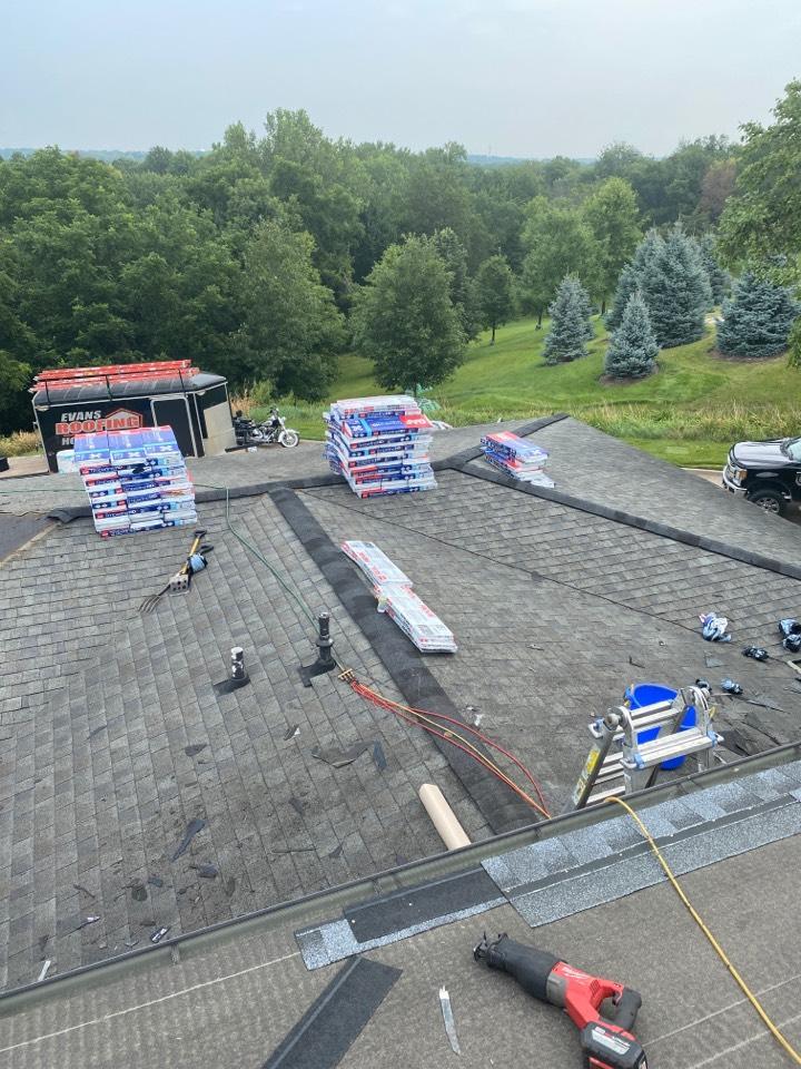 Iowa City, IA - Roof tear off and shingle this house in Iowa City. Installing GAF Timberline HDZ shingles.