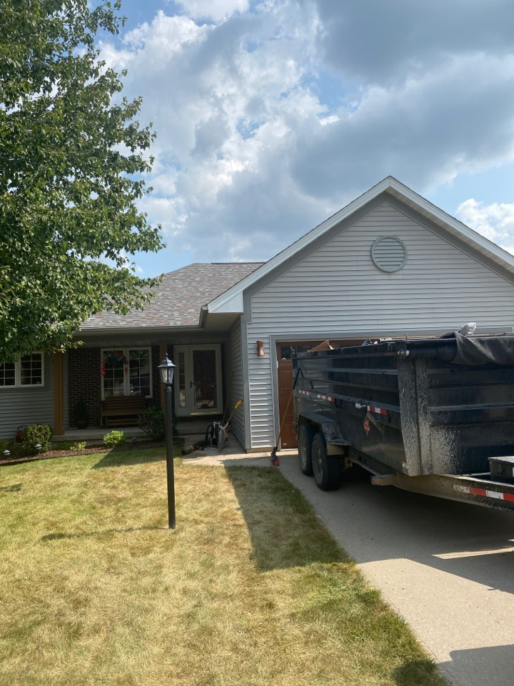 Coralville, IA - Roof tear off and shingle in Coralville.