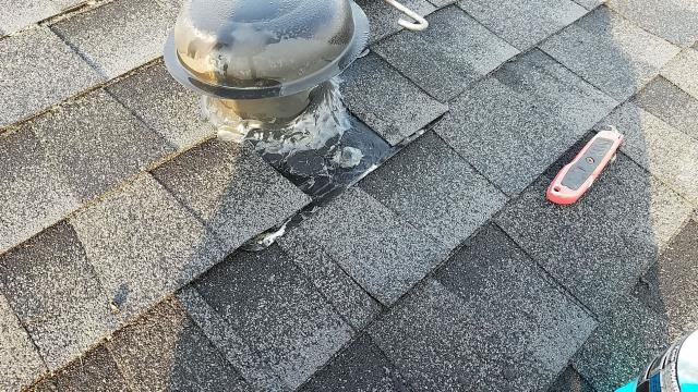 North Charleston, SC - Tear off existing roof down to the roof decking. Check for any rotten/damaged roof decking.  Install new shingles. Install all new flashings.