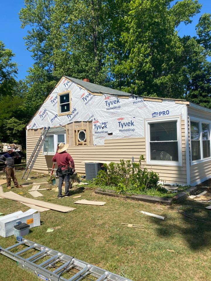 """Spring Grove, VA - Final day of a Spring Grove siding install using Ashton Heights double 5"""" lap vinyl siding in Sandtone color. Also installing white vinyl soffit and wrapping all exposed wood exterior trim with white PVC coated aluminum. Another job well done."""