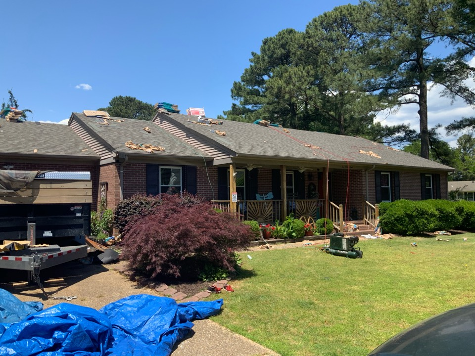 Carrollton, VA - Replacing a roof with Certainteed Weatherwood architectural shingles