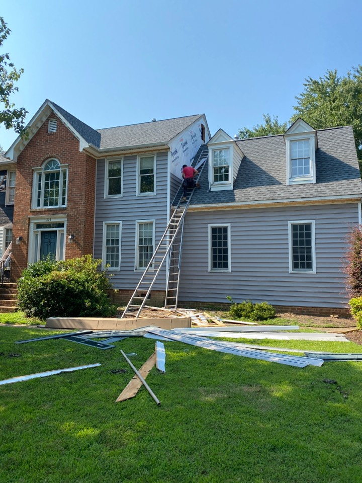 Smithfield, VA - Excellent progress is being made on this vinyl siding project in Gatling Point in Smithfield.