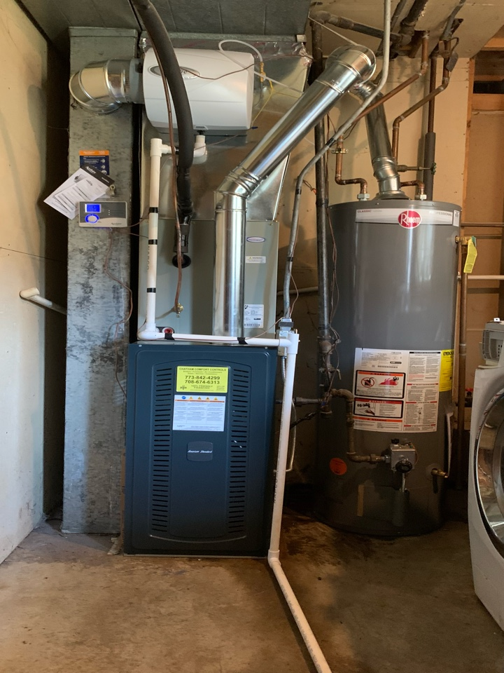 American Standard S8X2 ; 80,000 Btu gas furnace and American Standard Silver 13 ; 3 ton condenser with coil Aprilaire  500 digital bypass humidifier Rheem 40 gallon water heater