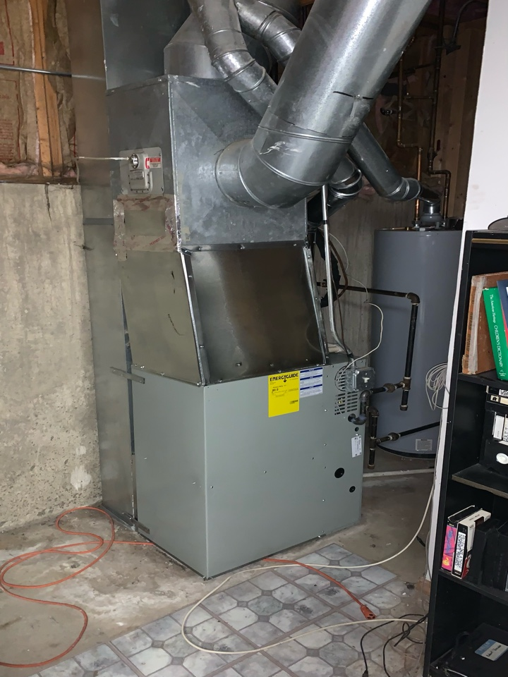 American Standard S8B1 ;80,000 Btu gas furnace with AC 2.5 ton condenser Chicago 60619