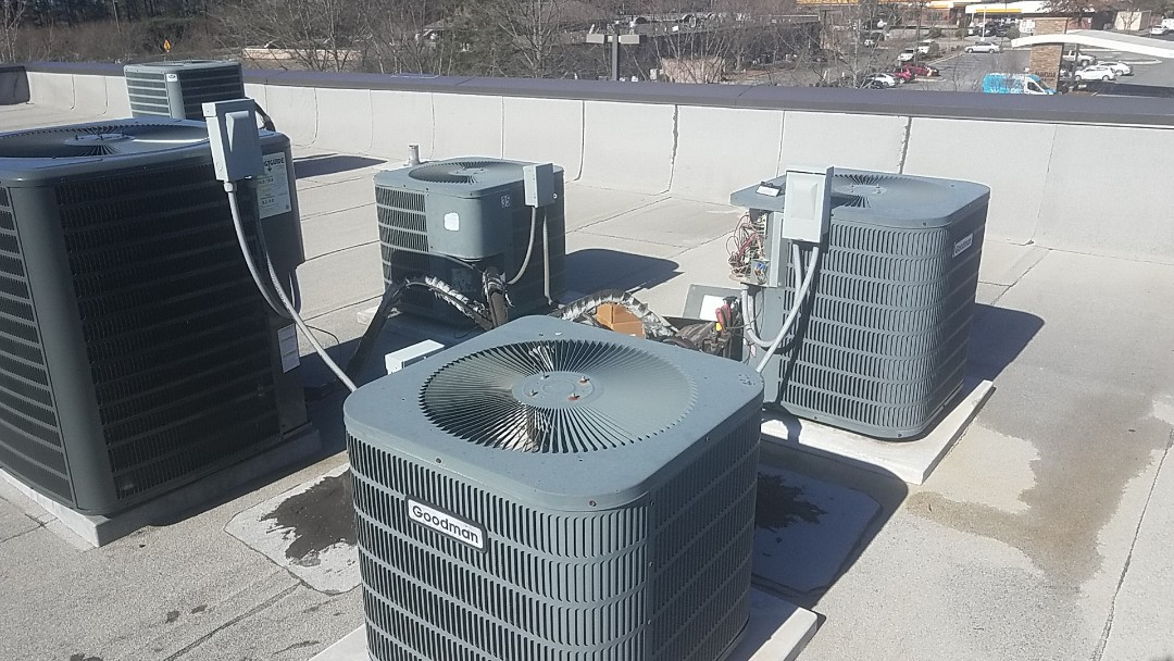 Peachtree City, GA - Working on a commercial Goodman heat pump system