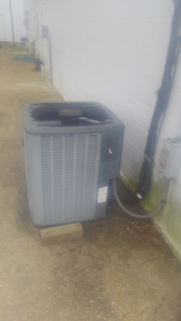 Opelousas, LA - Did cooling tune up on Amana unit and added frenon.