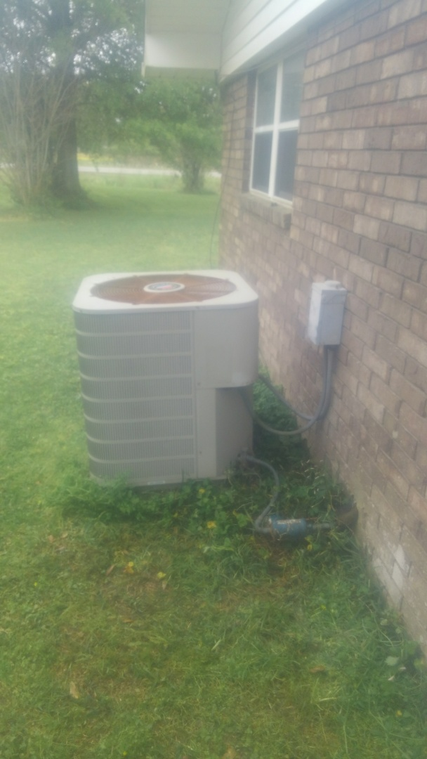 Eunice, LA - Did service call on fiigidaire unit and price out new unit.